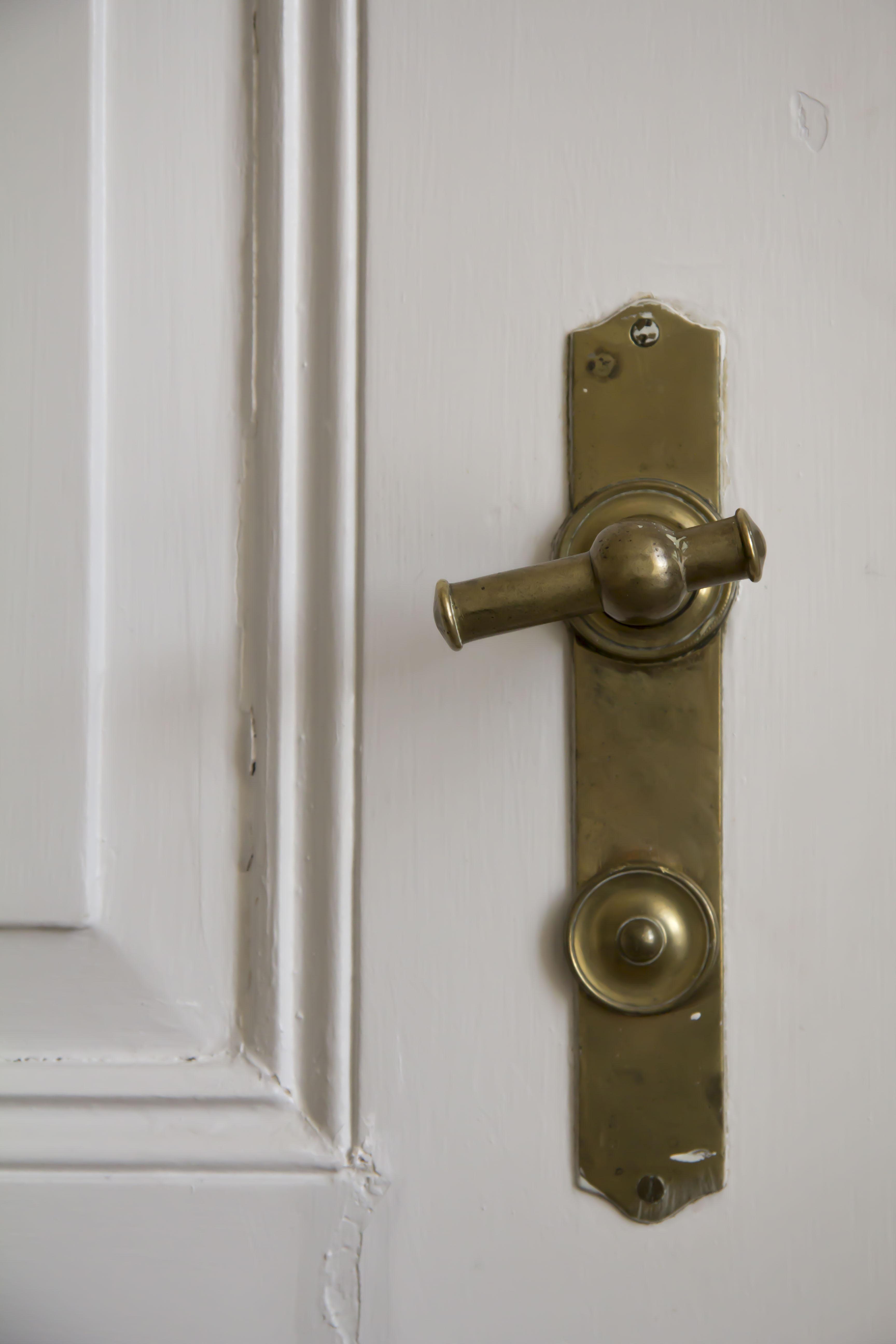 Vi er meget glade for de gamle, brede døre og originale håndtag