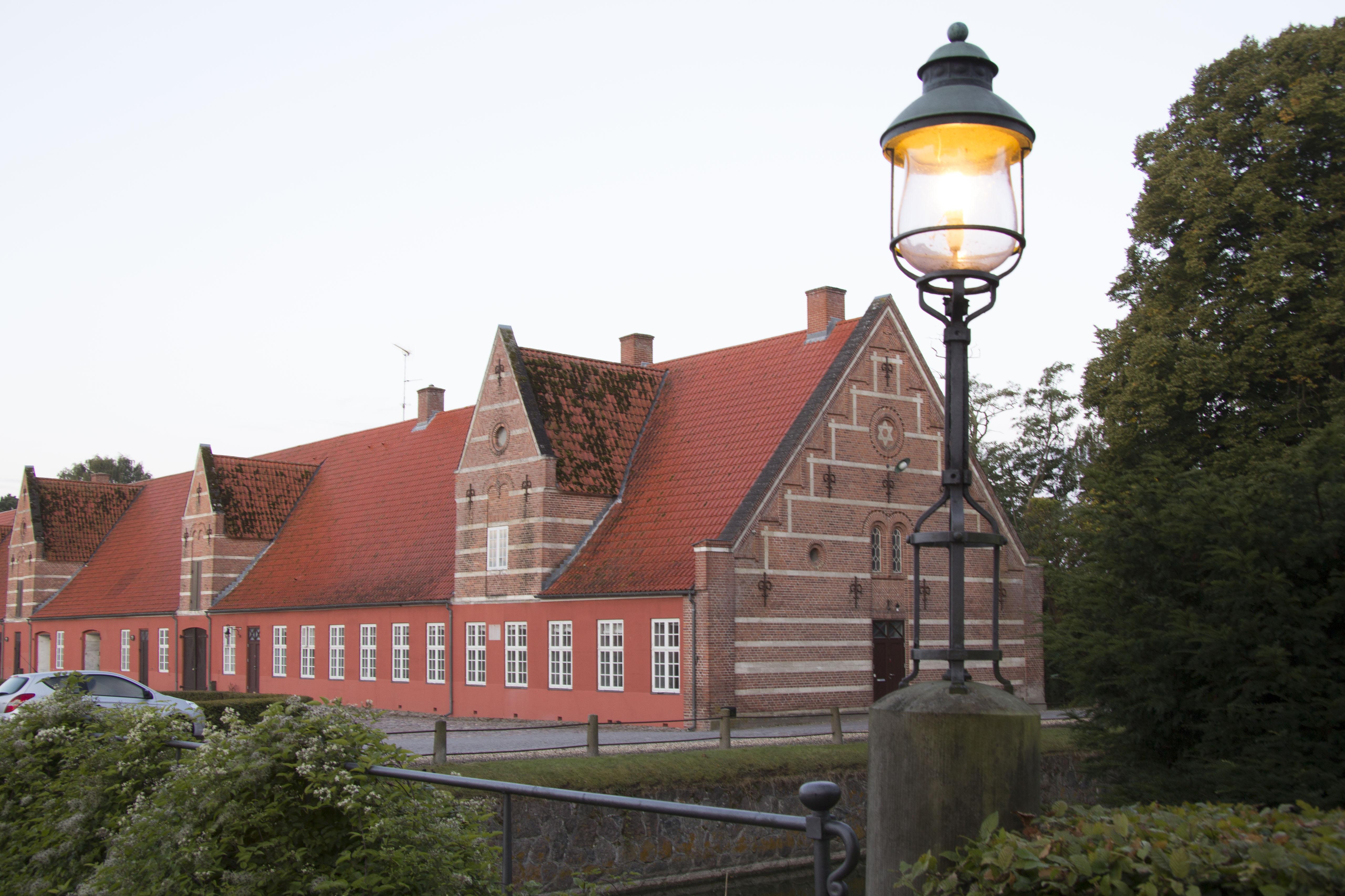Sådan cirka den del af prins Carls længe, hvor Vemmetofte Præstegård befinder sig - Kom og besøg os!